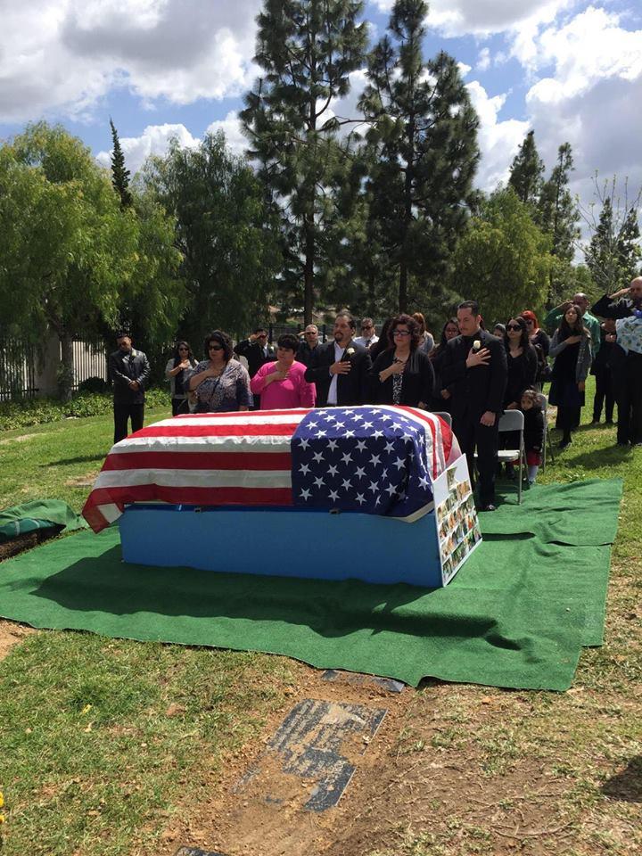 Military-service-at-the-gravesite.jpg